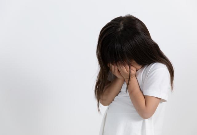 女童遭父母20年好友2次性侵得逞,整個人性情大變