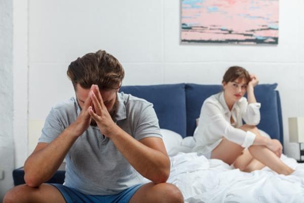 喪偶式婚姻就是夫妻倆雖然同床卻名存實亡,兩個人都不知道對方在想什麼,也不願關心,成為最熟悉的陌生人。