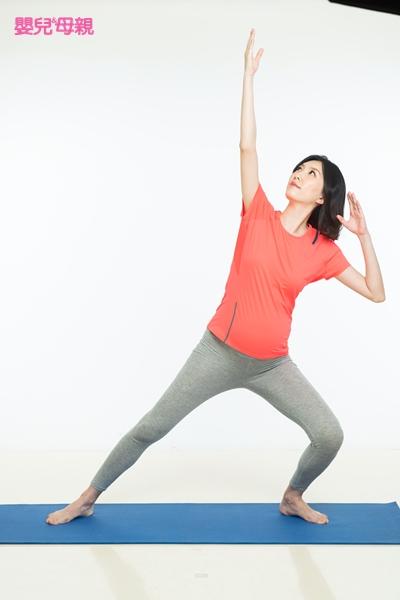 好孕體操 1.拉弓箭式 Step2