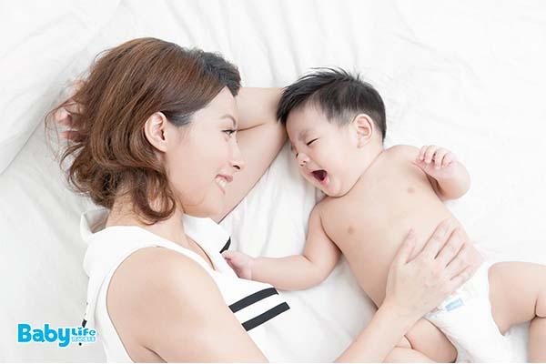 多擁抱孩子,可以穩定孩子的情緒