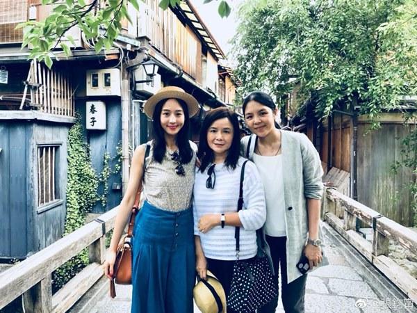 張鈞甯從小與媽媽、姊姊感情好