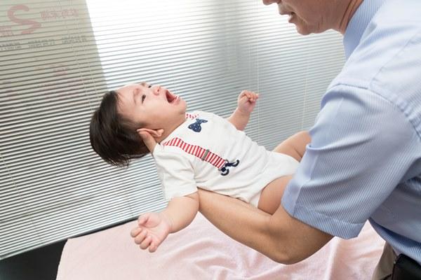如果孩子沒生病卻頭痛,還會半夜痛醒,那就不合常理,必須就醫。