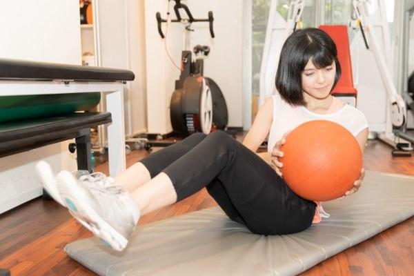 減重減脂或是增加肌肉,都能夠幫助改善橘皮的外觀