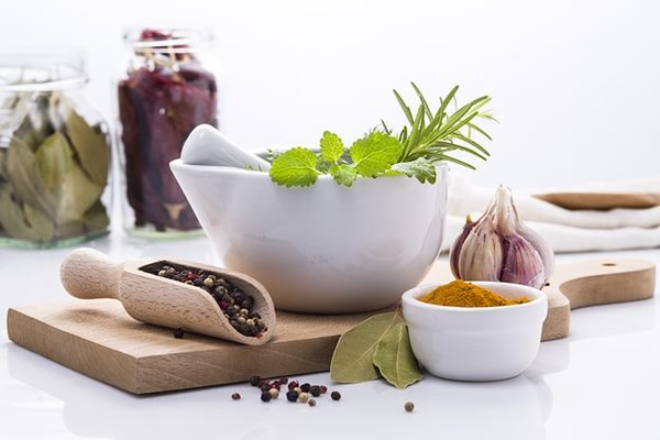 過勞肥的飲食中可加入屬於辛香料的辣椒、胡椒粉、咖哩粉,也有相同產熱效果,能提高甲狀腺功能,增加體內熱量的消耗。