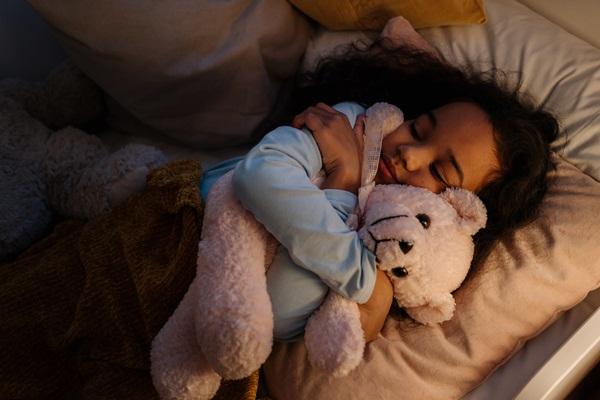 安撫物:假如只是在家睡時才要抱著的安撫物,其實無論年紀多大,也都可以不用戒。