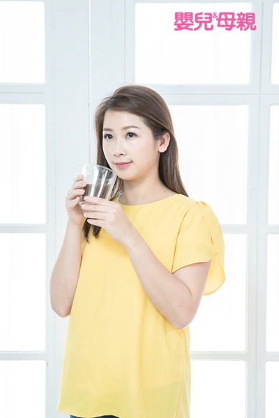 懷孕初期:至於茶與咖啡,簡單來說,1天總共喝1杯以內即可。