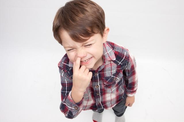 人的手部細菌非常多,挖鼻孔這個動作等同於親手把細菌、病毒往鼻腔裡送