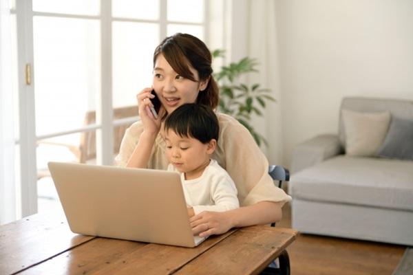晉升為人母好友們的支持外,當時最大的精神支柱便是廣大的母嬰網路社群。
