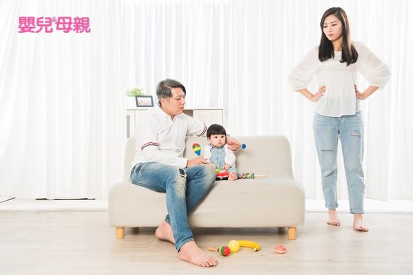 媽媽先針對爸爸的陪玩行為給予肯定,然後再提出自己的需求