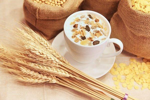 過勞肥的人可多吃燕麥,能有效降低膽固醇及預防心血管疾病,又能促進新陳代謝