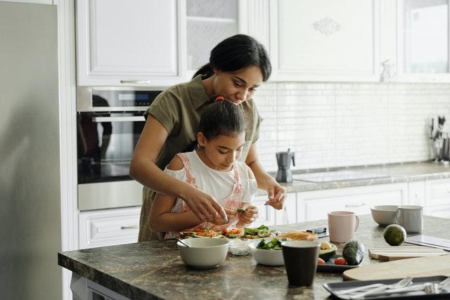 家人要珍惜彼此可以相處的時光,感恩每一個家人對家庭的付出,一起經營共好的生活,記得彼此多支援與協助,不要讓媽媽一個人太累