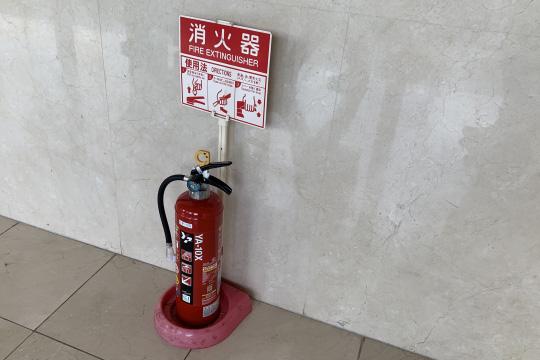 居家型滅火器最  常見的是「乾粉型」,平時應熟悉操作方式,火災時才能準確撲滅火源