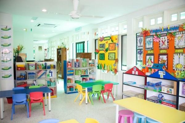 紓困4.0精進方案新增私人設立補習班、 課照中心及幼兒園紓困貸款利息補貼。