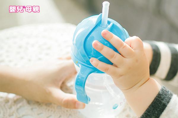 寶寶發燒、咳嗽、高溫,才需要額外補水