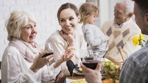 水瓶座的婆婆不會拘束於傳統的上下關係,且對於現代的許多流行用語及產品也都頗有涉略,跟她們相處甚至可以像是朋友一樣