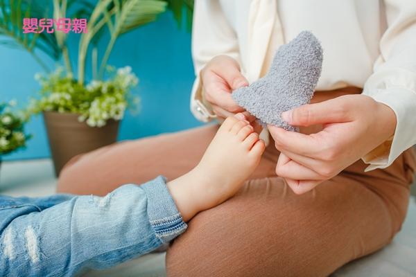 嬰兒襪要合腳 太鬆太緊都不行