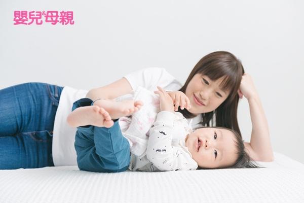 小孩不睡覺睡眠訓練:寶寶6個月以後,可開始做睡眠訓練,可先讓寶寶哭1分鐘,1分鐘後,再溫和平靜的給予安撫