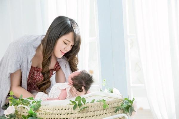 多數媽媽本來就全神貫注在自己的寶寶身上,一旦對方感到無助時,她們第一時間就會發現。所以,她們天生就是「夠好的母親」,他人如何也教不來。