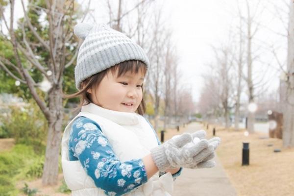 寒流來襲,幫孩子穿衣服時,也要採取洋蔥式穿法