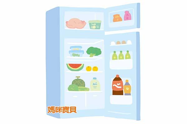 放入冰箱前必須在水果表皮噴灑一點水分,以報紙包好,避免水果的水分流失,再以塑膠袋將水果分裝包好