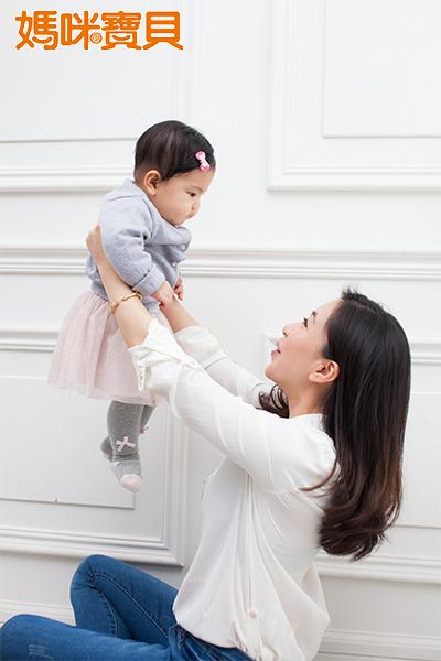 媽媽可以訓練核心肌群,並隨時保持正確姿勢