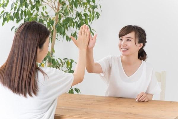 除了育兒夥伴(如果有的話)外,理想的支持系統還包含三個群體:專業團隊、戰友和好友。