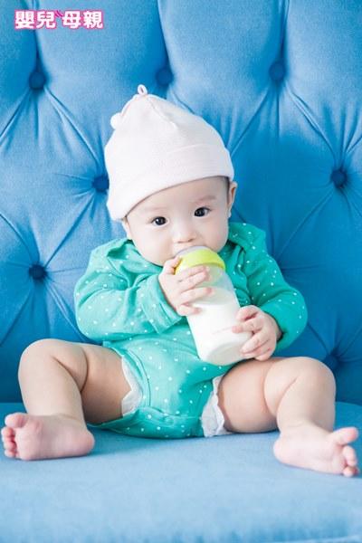 因為新奇加上對奶味厭倦,所以寶寶厭奶