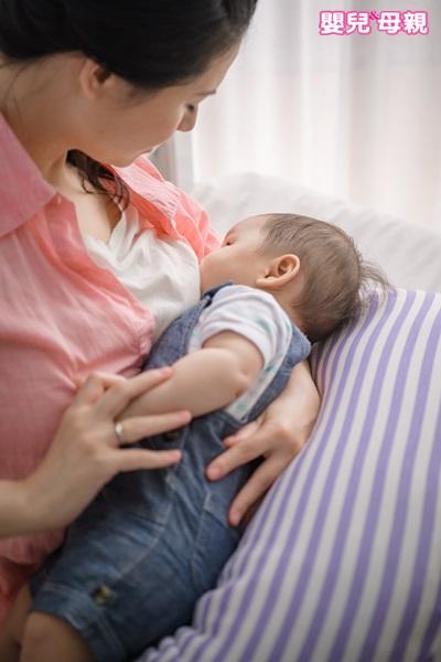 研究發現,純母乳寶寶1歲後身高落後比例高