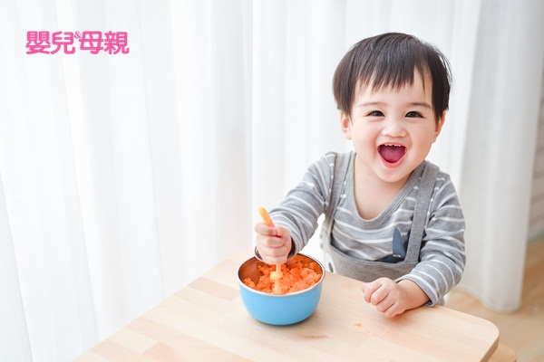 幼兒園老師最常發現的幼兒問題:建議爸媽要讓孩子練習自己吃飯