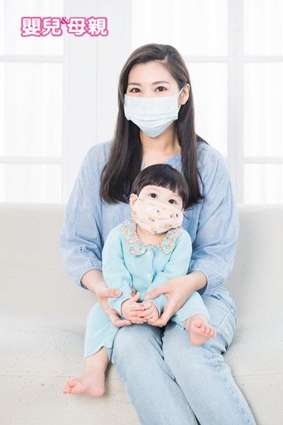 如何讓寶寶養成良好免疫力? 家人如果生病,必須戴口罩、勤洗手。