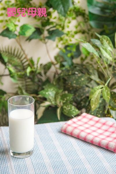 孕期營養:富含維生素D的食物來源,例如:牛奶、蛋黃、黑木耳等,或是也可以考慮服用維生素D補充劑。