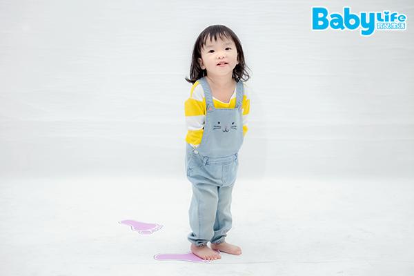 腳印遊戲可以提升孩子的空間概念