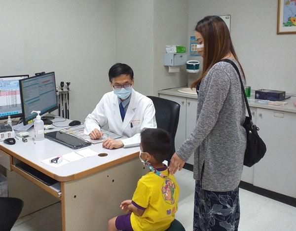 男童有長期挑食行為,血中鋅濃度過低,(54.1ug/dL),正常血中鋅濃度應介於70-120ug/dL。