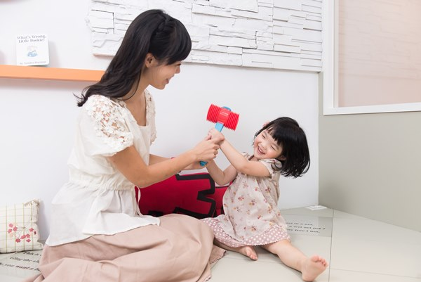 及早透過醫療協助讓孩子能夠回到正常發展進程,育兒寶貝袋便是一個重要的檢測工具。
