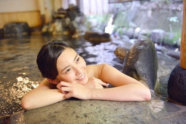 泡溫泉:泡溫泉時,建議選擇水質較乾淨的溫泉池,少去無人管理的野湯