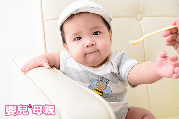嬰兒便便卡色號如何比對?