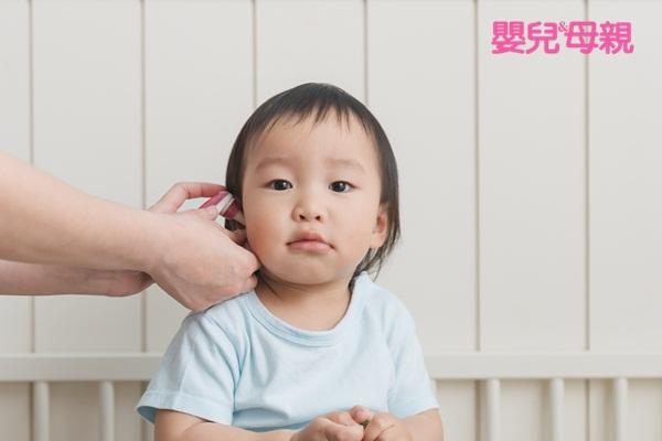嬰兒生病照顧:量體溫時,可與寶寶平時的體溫做比較,也要留意寶寶的食慾與活力