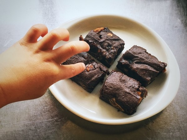 除了生魚片,小小孩也不適合吃巧克力