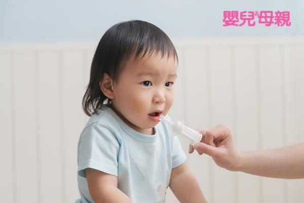 嬰兒生病照顧:如果吃了退燒藥立刻吐出,可以補吃;如果半小時以上才吐,就不要再補吃了。