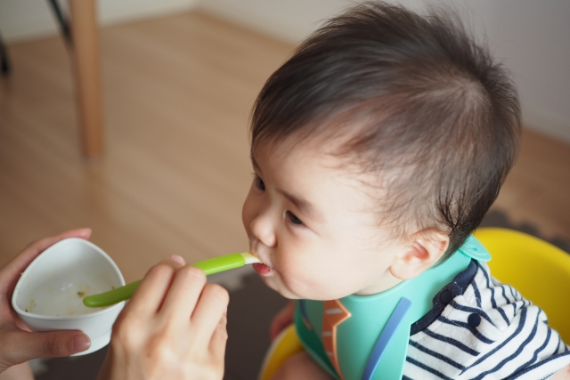 除了不要親吻寶寶以外,也不要與寶寶共用餐具