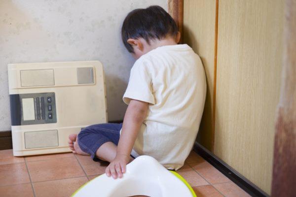 尿床會使得孩子感到自卑、害羞、愧疚,但其實尿床的原因很多元,家長應該耐心陪伴