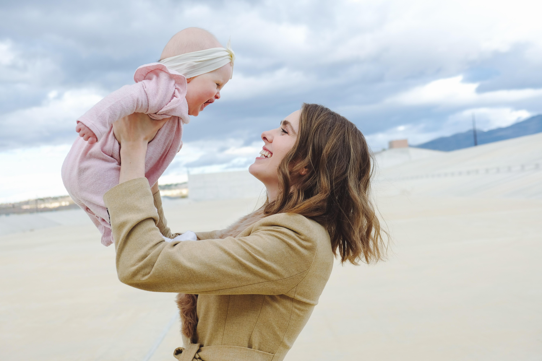 擁抱寶寶可以增加安全感降低焦慮