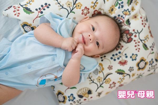 如果觀察到溢吐奶都和腹壓增加有明顯的時間關係,可以在喝飽奶後做適度的安撫、避免立刻改變寶寶的姿勢。