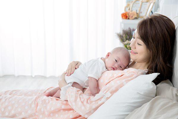 每個孩子的特性不同,有些就是高需求寶寶,必須用更多的耐心與時間滿足孩子的需求,況且,我的孩子為什麼我不能抱?