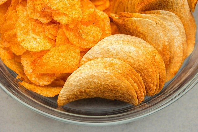 洋芋片屬於高鈉、高油脂的食物
