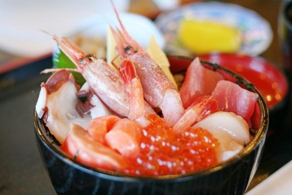 幼兒飲食:海鮮其實可以吃,但一定要新鮮、也要煮熟(若有過敏情況請盡速就醫,以確定診斷是否為海鮮過敏)。