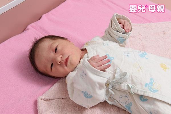 嬰兒穿衣服