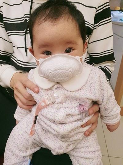 不建議讓1歲以下的嬰兒戴口罩
