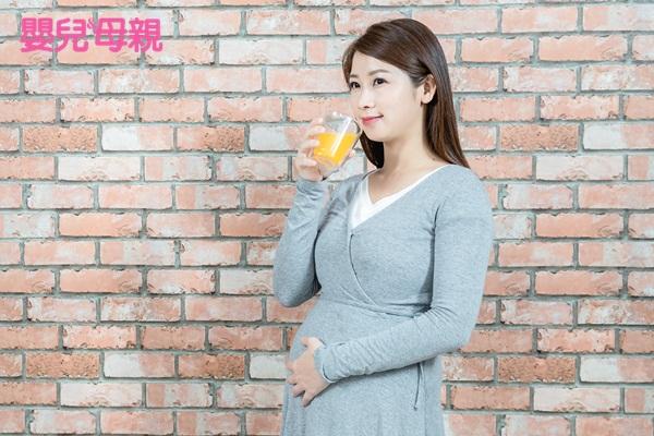 懷孕後期:如果2小時完全沒有胎動,建議喝點甜的飲料試試看