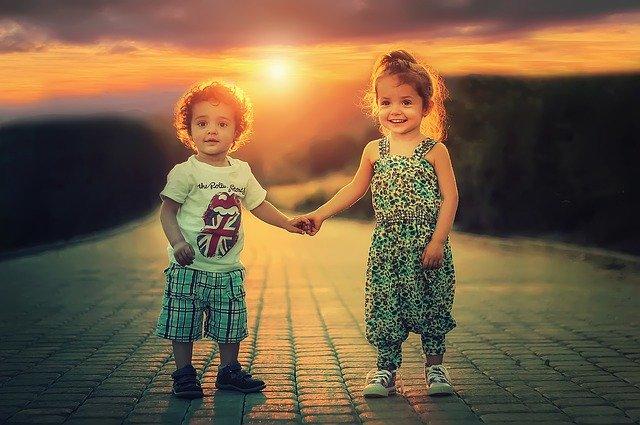 手足間學會即使爭吵卻依然相愛